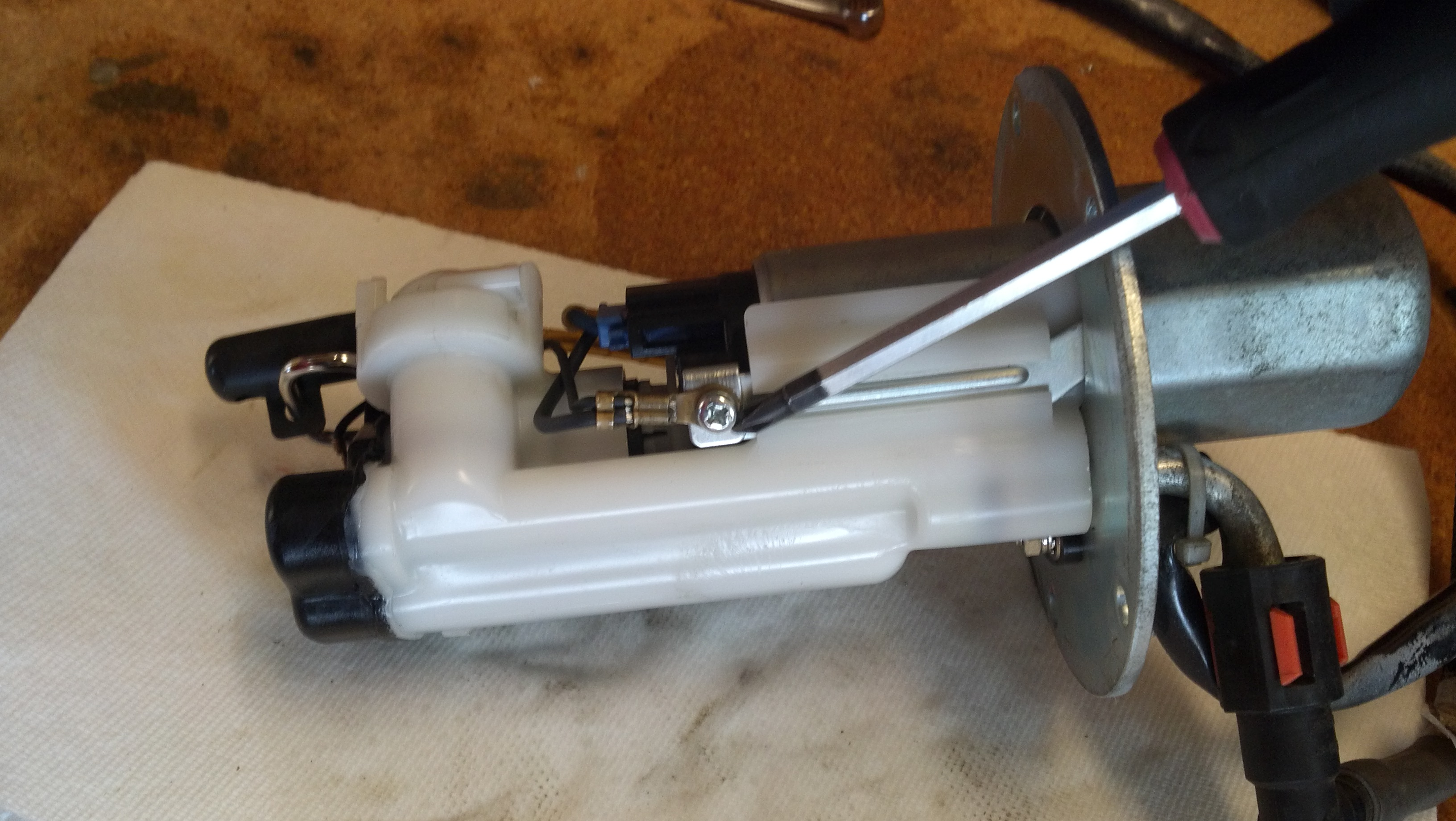 9298d1331444082 how service fuel pump strainer 2012 03 10_12 26 10_992 how to service fuel pump and strainer zx6r forum 2006 Kawasaki ZX636 Wiring-Diagram at suagrazia.org